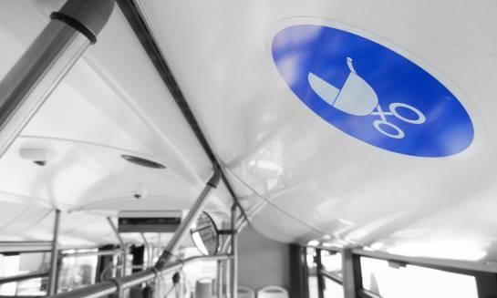 Ustawianie wózka w komunikacji miejskiej. Jak sobie z tym poradzić?