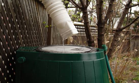 Czy system zagospodarowania wody deszczowej może uniezależnić gospodarstwo domowe od zewnętrznych dostaw wody użytkowej?