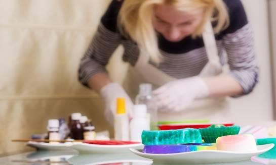 Pomysły na kreatywne mydlane warsztaty dla dzieci