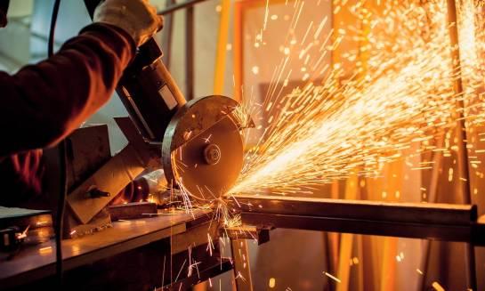 W jaki sposób wykrawać części metalowe?