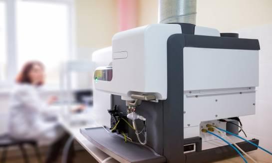 Jak działa spektrometr emisyjny?