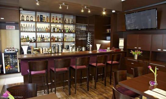 Krzesła hotelowe – połączenie trwałości, komfortu i estetyki