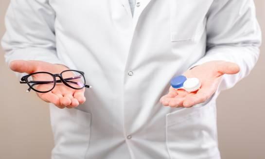 Okulary czy soczewki kontaktowe – co wybrać?