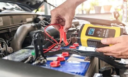 Jak dobierać prostowniki do baterii trakcyjnych?