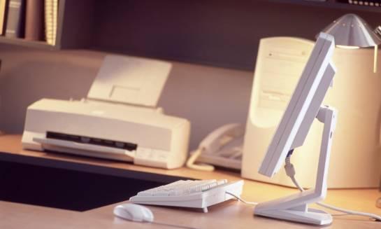 Jak działa drukarka laserowa i co znajduje się w tonerze do niej?
