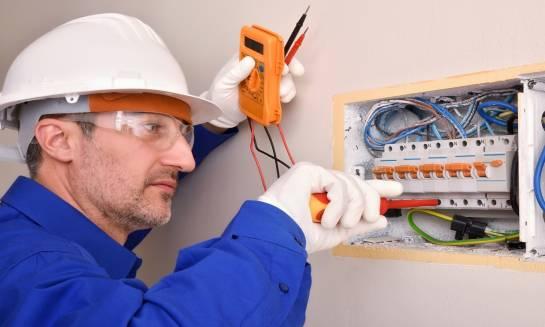 Jak wymienić instalację elektryczną w mieszkaniu?