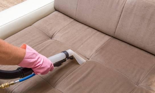 W jaki sposób czyścić meble tapicerowane? Porady i sugestie