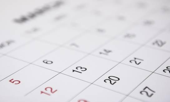 Kalendarze papierowe wciąż na czasie. Pomysł na firmowy upominek dla klientów
