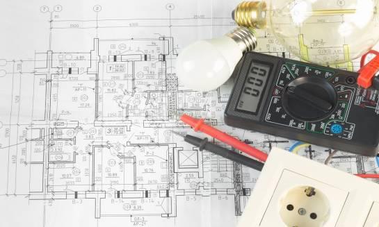 Dlaczego warto zdecydować się na inwestycje elektryczne pod klucz?