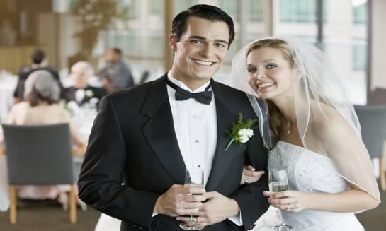 Jak zorganizować udane przyjęcie weselne krok po kroku?