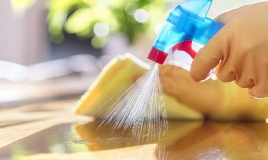 Kiedy warto skorzystać z usług firmy sprzątającej?