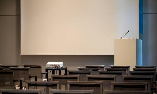 W co powinna być wyposażona dobra sala konferencyjna?