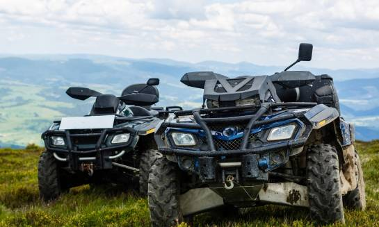 Na czym polegają różnice między pojazdami UTV a ATV?