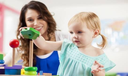 Jakie są najpopularniejsze rodzaje zabawek edukacyjnych dla małych dzieci?
