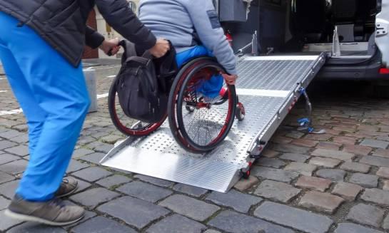 Jak zorganizować przewóz osoby niepełnosprawnej?
