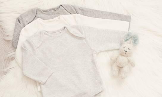 Jak dobierać ubranka dla dziecka alergicznego?