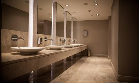 Spójna aranżacja toalet w budynkach użyteczności publicznej