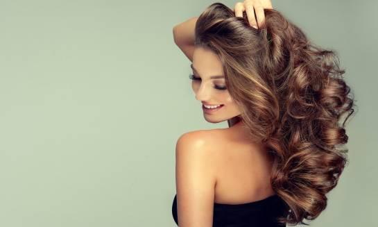Co wpływa na elastyczność włosów?