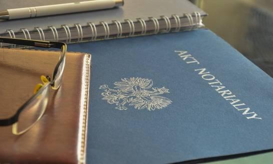 Zakup nieruchomości. Co powinien zawierać akt notarialny?