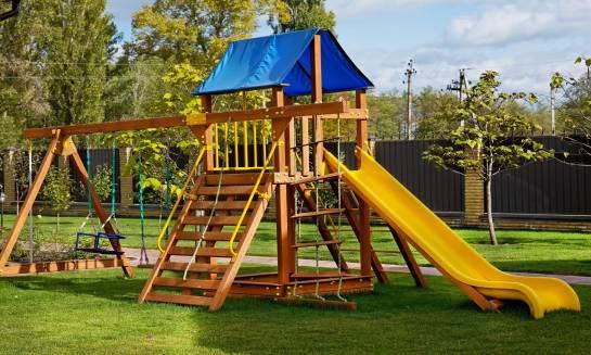 Jak odnowić drewniany plac zabaw?