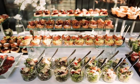Cateringowy must-have. Dania i przekąski, których nie może zabraknąć na firmowych konferencjach