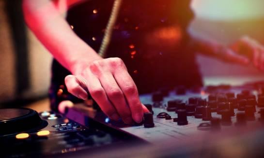 DJ na osiemnastce gwarancją udanej imprezy