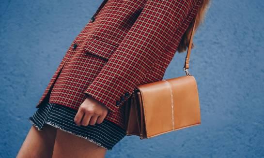 Jak poczuć się kobieco w ubraniach w męskim stylu? Przegląd najmodniejszych damskich marynarek