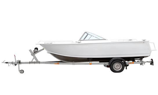 Jak wybrać przyczepę do przewozu łodzi?