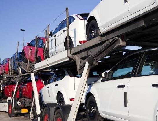Jak zorganizować bezpieczny i zgodny z przepisami wywóz nowych samochodów? Kierunki: Niemcy, Francja, kraje Beneluxu