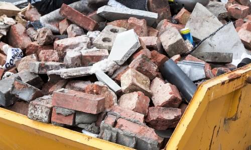 Jak przebiega proces recyklingu odpadów budowlanych?
