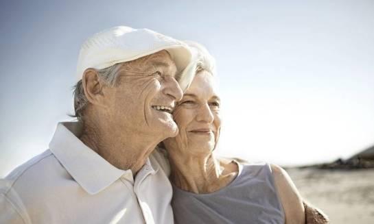 Wczasy dla seniorów w ośrodku nad morzem - sposób na relaks i poprawę zdrowia