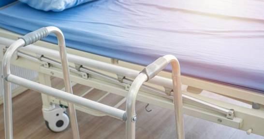 Jak dobrać odpowiednie łóżko do rehabilitacji domowej?