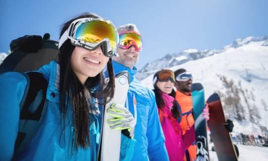 Czy gogle narciarskie są niezbędne  na stoku?
