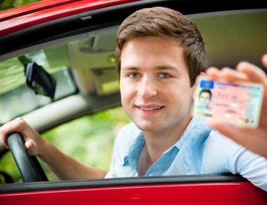 Jakich dokumentów potrzebujemy przy wypożyczaniu samochodu?