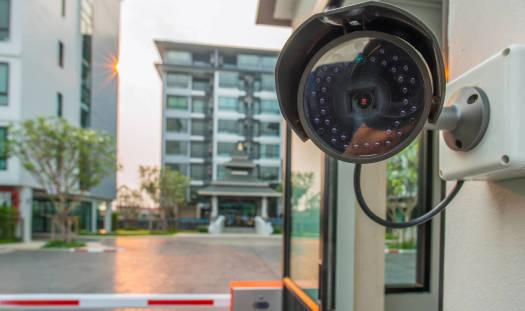 Jak zapewnić bezpieczeństwo na dużym osiedlu mieszkaniowym?