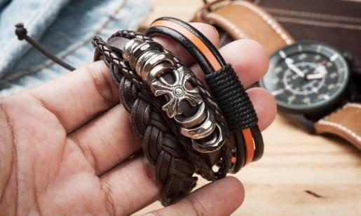 Męskie bransoletki, które są dziś na topie