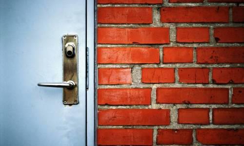 Skandynawskie szyldy drzwiowe