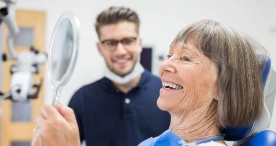 Jak dbać o prace na implantach zębowych?