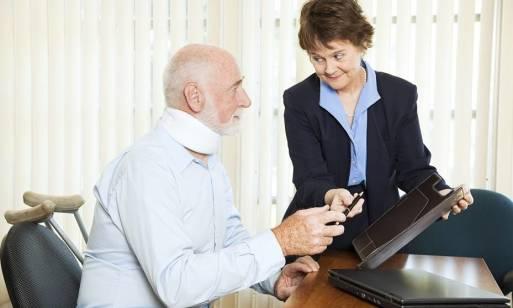 Jaka pomoc prawna jest niezbędna przy osobie ubezwłasnowolnionej w związku z wypadkiem lub błędem medycznym