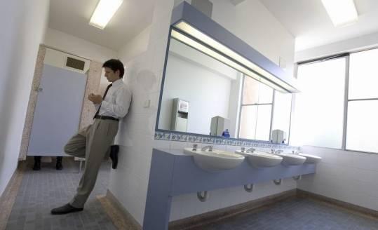 Ile toalet powinien zapewnić pracodawca w miejscu pracy?