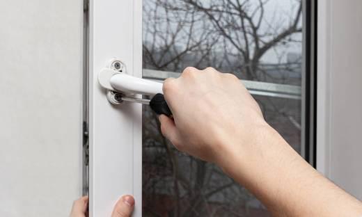 Jak właściwie wyregulować okna?