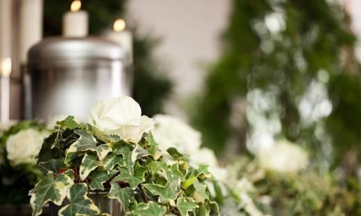 Jak i gdzie można pochować urnę z prochami zmarłego?