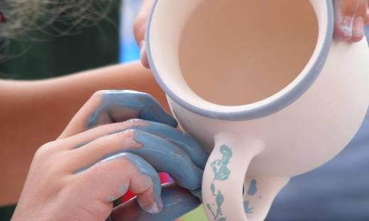 Jak zdobiona jest bolesławiecka ceramika?