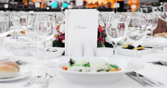 Dobre jedzenie gwarancją udanego wesela