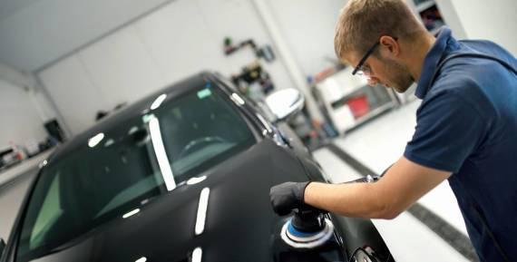 Jak nadać efekt połysku i wydobyć głębie koloru z lakieru samochodowego?