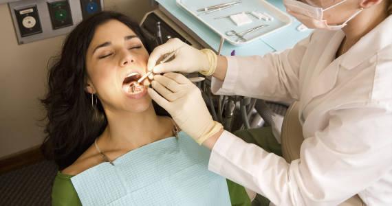 Wszystko o próchnicy zębów – przyczyny, leczenie i przeciwdziałanie