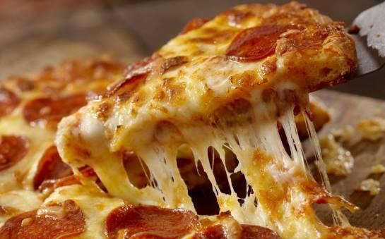 Pizza z salami – klasyka, którą warto spróbować