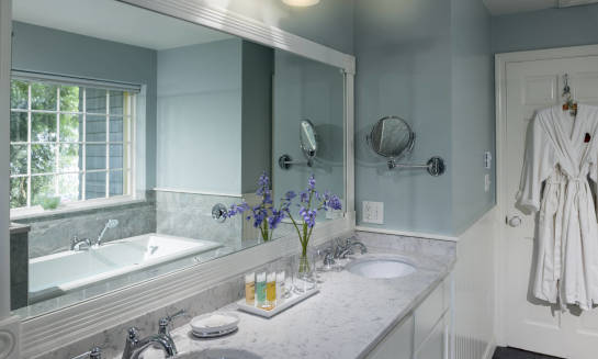 Jakie lustro do łazienki wybrać?