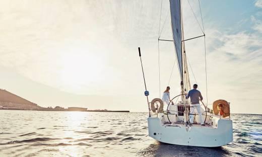 Opłaty dodatkowe związane z wynajmem jachtu. O czym należy wiedzieć?
