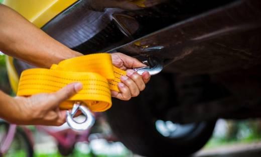 Jak holować samochód na połączeniu giętkim?